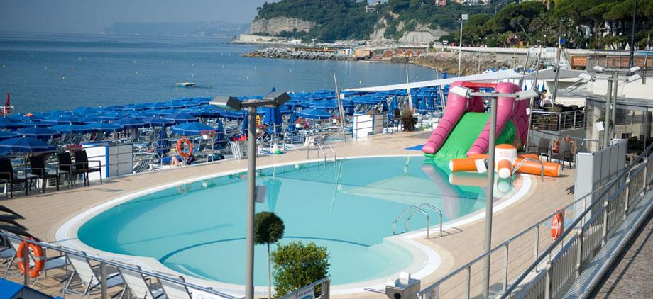 La piscina idromassaggio e corsi di nuoto celle lido - Corsie per piscine ...